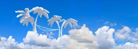 Cielo azul y palmas del paisaje foto de archivo