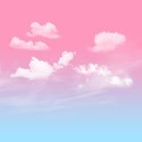 Cielo azul y rosado con nublado Imagenes de archivo