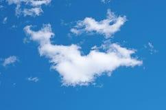 Cielo azul y sola nube fotos de archivo libres de regalías