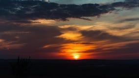 Cielo bello di tempo con le nuvole ed il tramonto video d archivio