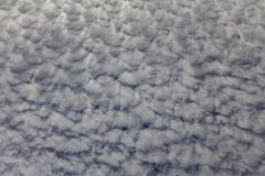 Cielo blanco del verano de la formación de la nube Fotos de archivo libres de regalías