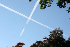Cielo blu attraversato Immagini Stock Libere da Diritti