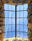Cielo blu attraverso la finestra Immagini Stock Libere da Diritti