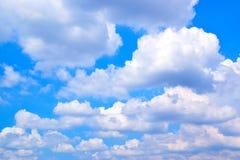 Cielo blu con il fondo 171018 0152 delle nuvole Immagini Stock Libere da Diritti