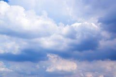Cielo blu con il fondo 171018 0149 delle nuvole Immagine Stock