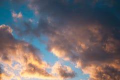 Cielo blu con il primo piano della nube Immagini Stock Libere da Diritti