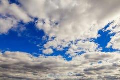 Cielo blu con il primo piano della nube Fotografia Stock
