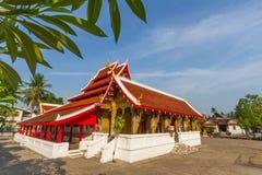 Cielo blu con il tempio del saensukkaram del wat di visualizzazione ad albero Fotografie Stock