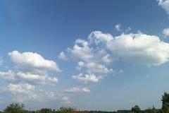 Cielo blu con la nube bianca Fotografia Stock Libera da Diritti