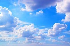 Cielo blu con la priorità bassa delle nubi Immagine Stock Libera da Diritti