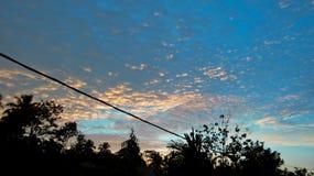 cielo blu con la priorità bassa delle nubi Immagine Stock