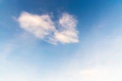 Cielo blu con la priorità bassa delle nubi Immagini Stock Libere da Diritti