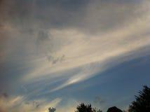 Cielo blu con le grandi nuvole bianche Immagini Stock Libere da Diritti