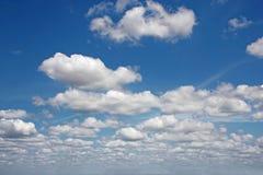 Cielo blu con le nuvole immagini stock libere da diritti