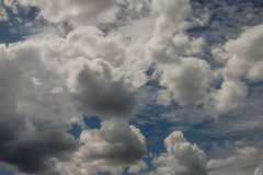 Cielo blu con le nubi Fotografia Stock Libera da Diritti
