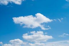 Cielo blu con le nubi bianche Immagini Stock Libere da Diritti