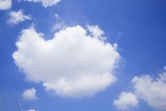 Cielo blu con le nuvole molti cubi Fotografia Stock Libera da Diritti