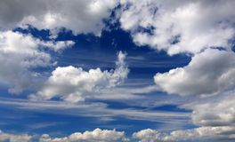 Cielo blu con nubi Fotografia Stock