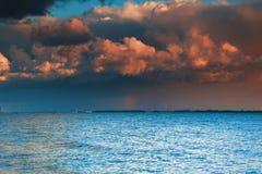 Cielo blu del mare, tempesta, tempesta Fotografie Stock Libere da Diritti