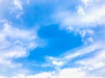 Cielo blu del paesaggio con il fondo molle di uso delle nuvole Fotografia Stock