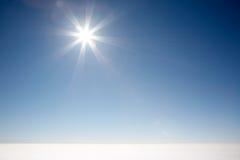 Cielo blu del sole Immagine Stock