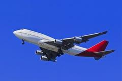 Cielo blu dell'aeroplano B 747 Fotografia Stock Libera da Diritti