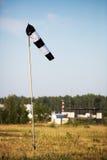 Cielo blu dell'aeroporto della banderuola Fotografia Stock