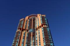 Cielo blu dell'alto di aumento particolare della costruzione Fotografia Stock Libera da Diritti