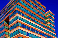 cielo blu dell'ufficio della costruzione della priorità bassa Immagine Stock Libera da Diritti