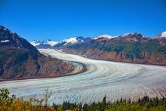 Cielo blu delle montagne di ghiaccio della neve di estate di vista dell'Alaska del ghiacciaio Immagini Stock Libere da Diritti