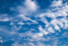 Cielo blu di estate Immagine Stock