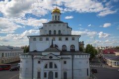 Cielo blu di esterno di Vladimir Russia del punto di riferimento dei cancelli dorati Fotografie Stock