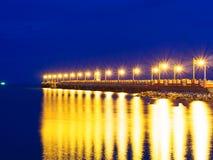 Cielo blu dorato del ponte a Prachuap Khiri Khan, Tailandia Fotografia Stock
