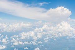 Cielo blu e belle nuvole Fotografie Stock