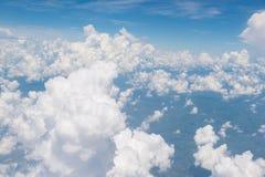 Cielo blu e belle nuvole Immagine Stock