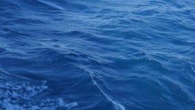 Cielo blu e chiara acqua archivi video