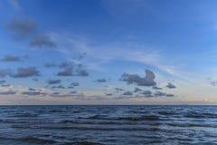 Cielo blu e mare immagini stock libere da diritti