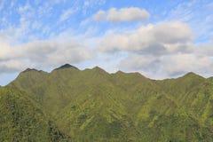 Cielo blu e montagne Fotografia Stock
