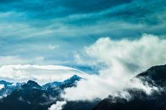Cielo blu e montagne in Nuova Zelanda Fotografia Stock Libera da Diritti