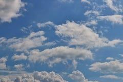 Cielo blu e nube immagine stock