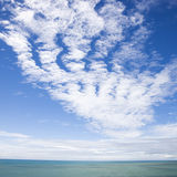 Cielo blu e nubi. Immagine Stock