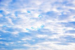 Cielo blu e nubi bianche Fotografie Stock Libere da Diritti