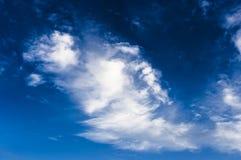 Cielo blu e nubi bianche Immagini Stock