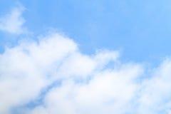 Cielo blu e nubi bianche Immagine Stock