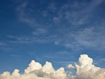 Cielo blu e nuvola fotografie stock libere da diritti