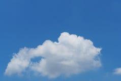Cielo blu e nuvola bianca Immagine Stock