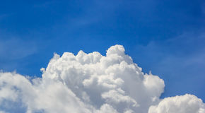 Cielo blu e nuvola bianca Fotografie Stock Libere da Diritti