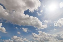 Cielo blu e nuvola del fondo immagini stock libere da diritti