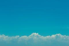 Cielo blu e nuvole Fotografie Stock