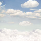 Cielo blu e nuvole bianche illustrazione di stock